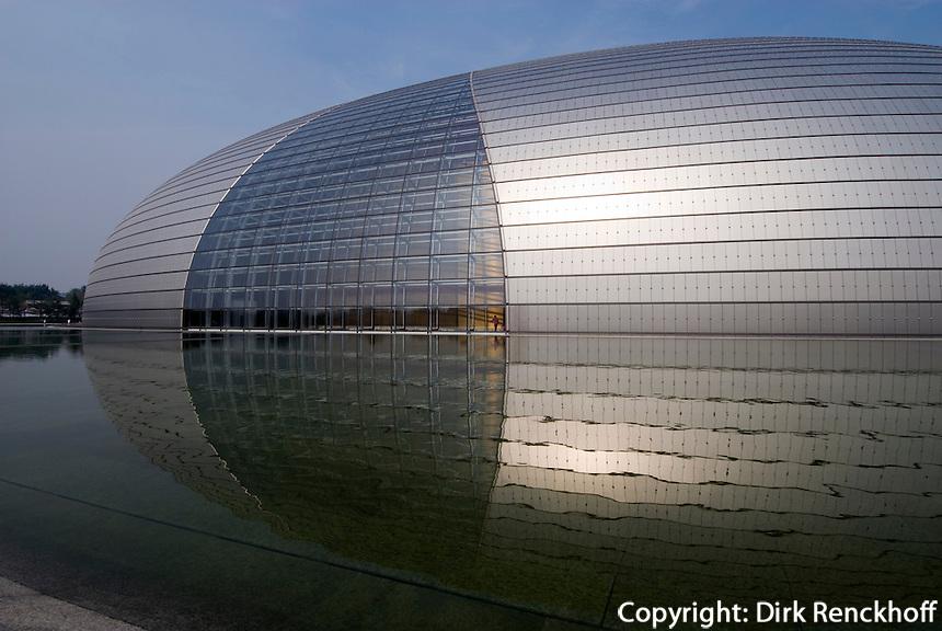 China, Peking (Beijing), Nationaltheater (National Grand Theatre) erbaut von dem franzosischen Architekten Paul Andreu