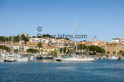 Frankreich, Provence-Alpes-Côte d'Azur, Sainte-Maxime: Urlaubsort mit Yachthafen im Golf von Saint-Tropez | France, Provence-Alpes-Côte d'Azur, Saint-Tropez: holiday resort with marina at the northern shore of the Gulf of Saint-Tropez