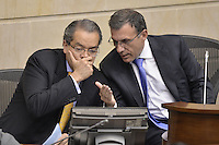 BOGOTÁ -COLOMBIA. 17-06-2013. Fernando Carrillo (I) ministro del interior de Colombia y Roy Barreras (D) presidente del Senado de Colombia durante plenaria en el Senado de la República de Colombia hoy en Bogotá, Colombia./  Fernando Carrillo (L) Interior Minister of Colombia and Roy Barreras (R) president of Senate of Colombia during Senate of Republic of Colombia today in Bogota, Colombia. Photo: VizzorImage / Str