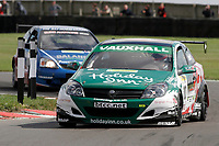 Round 7 of the 2006 British Touring Car Championship.#10 Gavin Smith (IRL). VX Racing. Vauxhall Astra Sport Hatch.