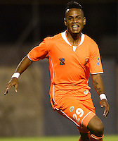 ENVIGADO - COLOMBIA -04 -10-2015: Jerry Ortiz, jugador Envigado FC celebra el gol anotado al Cucuta Deportivo, durante partido entre Envigado FC y Cucuta Deportivo, partido por la fecha 15 de la Liga Aguila II 2015, jugado en el estadio Polideportivo Sur de la ciudad de Envigado. / Jerry Ortiz, players of Envigado FC celebrates a scored goal to Cucuta Deportivo, during a match between Envigado FC and Cucuta Deportivo, for the date 15 between for the Liga Aguila II 2015 at the Polideportivo Sur stadium in Envigado city. Photo: VizzorImage. / Leon Monsalve / Str.