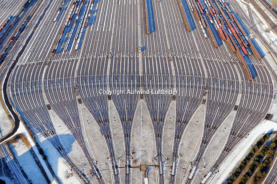Rangierbahnhof Maschen: EUROPA, DEUTSCHLAND, NIEDERSACHSEN, MASCHEN, (EUROPE, GERMANY), 2.01.2009: Rangierbahnhof Maschen, Der Bahnhof Maschen ist der groesste Rangierbahnhof Europas. Eroeffnet wurde er im Jahre 1977 ,