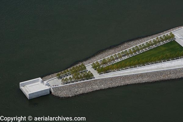 aerial photograph Franklin D. Roosevelt Four Freedoms Park, Roosevelt Island, East River, Manhattan, New York City