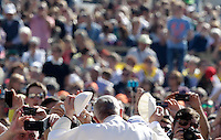 Papa Francesco scambia la sua papalina coi fedeli al suo arrivo all'udienza generale del mercoledi' in Piazza San Pietro, Citta' del Vaticano, 22 aprile 2015.<br /> Pope Francis exchanges his skullcap with faithful as he arrives for his weekly general audience in St. Peter's Square at the Vatican, 22 April 2015.<br /> UPDATE IMAGES PRESS/Riccardo De Luca<br /> <br /> STRICTLY ONLY FOR EDITORIAL USE