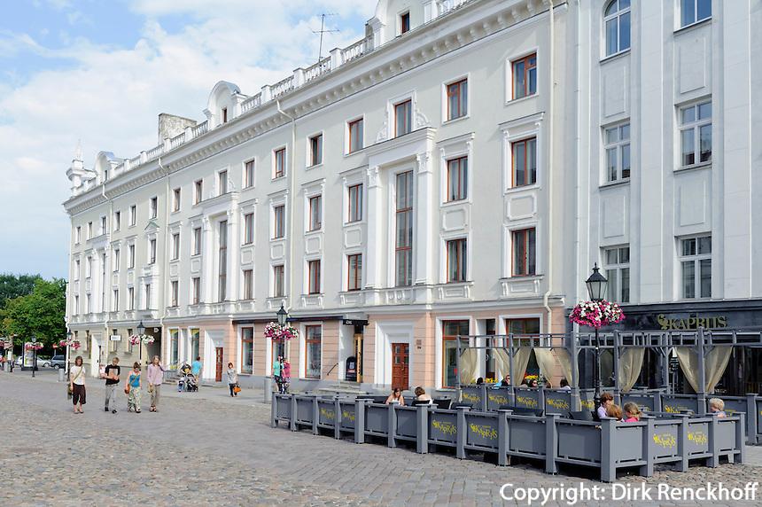 Café in der Altstadt von Tartu, Estland, Europa
