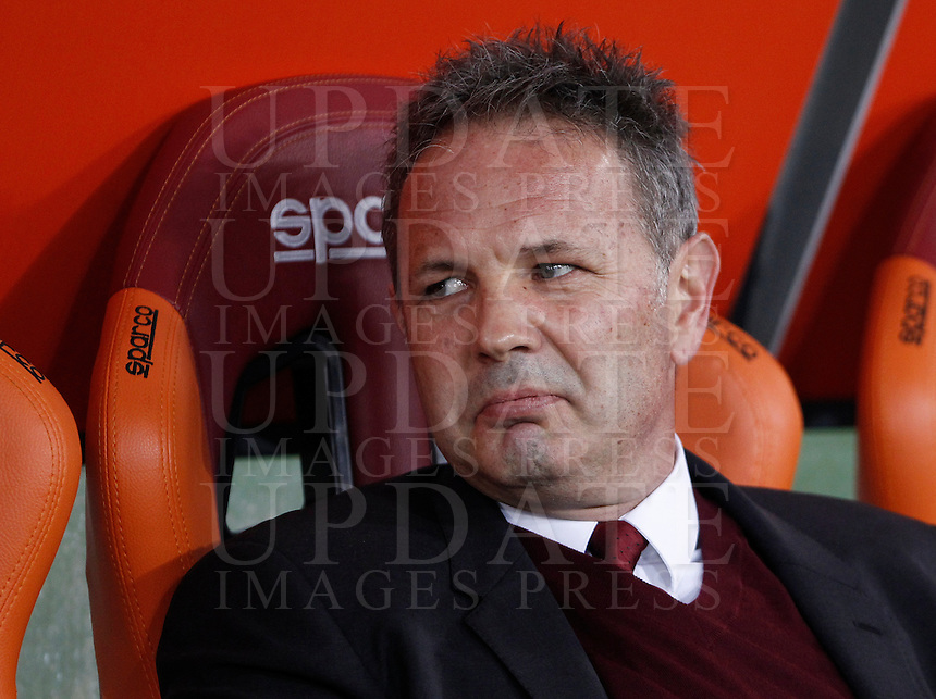 Calcio, Serie A: Roma vs Milan. Milan coach Sinisa Mihajlovic waits for the start of the Italian Serie A football match between Roma and Milan at Rome's Olympic stadium, 9 January 2016.<br /> UPDATE IMAGES PRESS/Isabella Bonotto