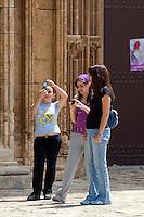 Nordzypern, Schulklasse beim Besuch der Lala Mustafa Pasa-Moschee in Famagusta (Gazimagusa, Ammochostos), gegründet 1298 als Nikolaus-Kathedrale