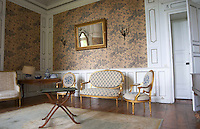 One of the reception rooms in the chateau classically furnished. Chateau de Cerons (Cérons) Sauternes Gironde Aquitaine France