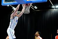 06-03-2021: Basketbal: Donar Groningen v ZZ Feyenoord: Groningen dunk Donar speler Willem Brandwijk
