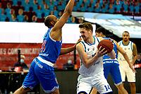 03-04-2021: Basketbal: Donar Groningen v Heroes Den Bosch: Groningen /Donar speler Thomas Koenis met Den Bosch speler