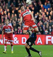 KV Kortrijk - Club Brugge : Gertjan De Mets klimt hoger dan Hans Vanaken (20) <br /> Foto VDB / Bart Vandenbroucke