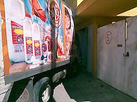 Querétaro, Qro. 27 de Diciembre de 2015.-<br /> Un par de ebrios que conducilnan un vehículo de lacteos; se impactaron en contra de una casa; en la comunidad del Carmen en el municipio de El Marqués, graves daños se ocasionaron a la entrada de la vivienda pero no hubo personas lesionadas.<br /> <br /> Foto: Oscar Aguilar