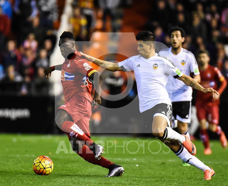 Valencia's   Joao Cancelo and RCD Espanyol's Caicedo  during La Liga match. February 13, 2016. (ALTERPHOTOS/Javier Comos)