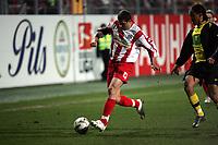 Markus Feulner (FSV Mainz 05) im Zweikampf mit Steven Pienaar (Borussia Dortmund)