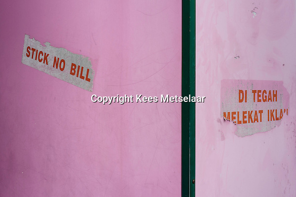 Malaysia, Penang, Georgetown..The aging, crumbling old heritage houses in George town showing a lot of interesting signs on the walls and floors. ..Photo Kees Metselaar