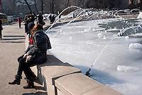 Milano, freddo record in Italia e in Europa. Un ragazzo e una ragazza si baciano alla fontana del castello ricoperta di ghiaccio in seguito alle bassissime temperature --- Milan, intense cold over Italy and Europe. A boy and a girl kissing at the fountain of the castle, covered with ice due to freezing temperatures