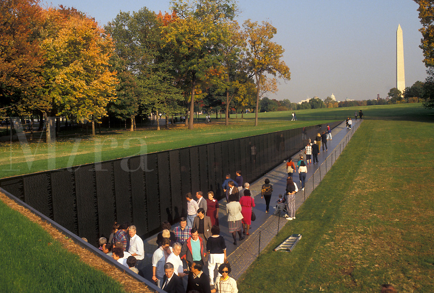 AJ3159, Vietnam Veterans Memorial Wall, Washington, D.C., District of Columbia, People walk along the polished black granite wall of the Vietnam Veterans Memorial inscribed with the men and women who died serving in the U.S. Armed Forces during the Vietnam War in Washington, DC.