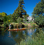 New Zealand, South Island, Christchurch: Punting along the River Avon   Neuseeland, Suedinsel, Christchurch: Bootsfahrt auf dem Avon River