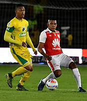 BOGOTA - COLOMBIA, 22-04-2018: Almir Soto (Der.) jugador de Independiente Santa Fe, disputa el balón con Anthony Otero (Izq.) jugador de Leones F. C., durante partido de la fecha 17 entre Independiente Santa Fe y Leones F. C., por la Liga Aguila I 2018, en el estadio Nemesio Camacho El Campin de la ciudad de Bogota. / Almir Soto (R) player of Independiente Santa Fe struggles for the ball with Anthony Otero (L) player of Leones F. C., during a match of the 17th date between Independiente Santa Fe and Leones F. C., for the Liga Aguila I 2018 at the Nemesio Camacho El Campin Stadium in Bogota city, Photo: VizzorImage / Luis Ramirez / Staff.