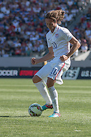 Carson, CA - Sunday, February 8, 2015 Mix Diskerud (10) of the USMNT. The USMNT defeated Panama 2-0 during an international friendly at the StubHub Center.