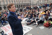 studenti e professori delle università milanesi fanno lezione in piazza per protesta contro la riforma del ministro dell'istruzione Mariastella Gelmini; il professor Roberto Escobar, docente di Filosofia Politica all'Università Statale
