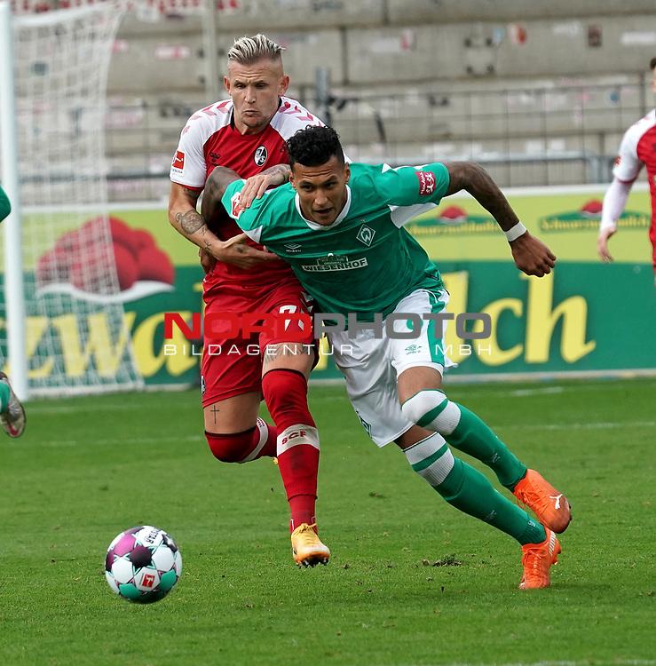 17.10.2020, Schwarzwald Stadion, Freiburg, GER, 1.FBL, SC Freiburg vs SV Werder Bremen<br /> <br /> im Bild / picture shows<br /> Jonathan Schmid (Freiburg), Davie Selke (Bremen)<br /> <br /> Foto © nordphoto / Bratic<br /> <br /> DFL REGULATIONS PROHIBIT ANY USE OF PHOTOGRAPHS AS IMAGE SEQUENCES AND/OR QUASI-VIDEO.