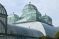 """Belgique, Bruxelles, Laeken, le domaine royale du château de Laeken, les serres de Laeken durant la période d'ouverture au public au printemps. D'avant en arrière, lEmbarcadère la """"Serre du Congo et le Jardin d'hiver."""