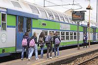 - Ferrovie Nord Milano, commuter train at Bruzzano station<br /> <br /> - Ferrovie Nord Milano, treno di pendolari alla stazione di Bruzzano