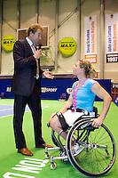 17-12-11, Netherlands, Rotterdam, Topsportcentrum, Ester Vergeer antwoord vragen van speaker Robert Reimering