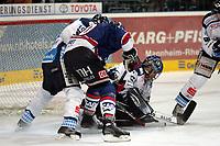 Rene Corbet (Adler) scheitert an Goalie Mike Bales (Straubing)<br /> Adler Mannheim vs. Straubing Tigers, SAP Arena<br /> *** Local Caption *** Foto ist honorarpflichtig! zzgl. gesetzl. MwSt. <br /> Auf Anfrage in hoeherer Qualitaet/Aufloesung. Belegexemplar an: Marc Schueler, Am Ziegelfalltor 4, 64625 Bensheim, Tel. +49 (0) 6251 86 96 134, www.gameday-mediaservices.de. Email: marc.schueler@gameday-mediaservices.de, Bankverbindung: Volksbank Bergstrasse, Kto.: 151297, BLZ: 50960101