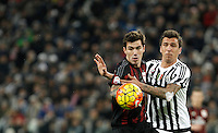 Calcio, Serie A: Juventus vs Milan. Torino, Juventus Stadium, 21 novembre 2015. <br /> AC Milan's Alessio Romagnoli, left, and Juventus' Mario Mandzukic fight for the ball during the Italian Serie A football match between Juventus and AC Milan at Turin's Juventus stadium, 21 November 2015. Juventus won 1-0.<br /> UPDATE IMAGES PRESS/Isabella Bonotto