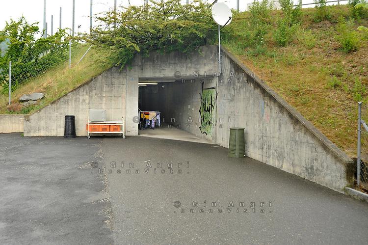 In Canton Ticino, a Biasca, un  bunker, attualmente affidato alla protezione civile elvetica, è stato destinato come centro di accoglienza per donne, minori e famiglie di richiedenti asilo politico e profughi. L'entrata del bunker