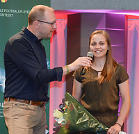 20180603 – OOSTENDE , BELGIUM : VRT journalist Tom Boudeweel (L) and Riete loos (R) pictured during the 4th edition of the Sparkle award ceremony , Sunday 3 June 2018 , in Oostende . The Sparkle  is an award for the best female soccer player during the season 2017-2018 comparable to the Golden Shoe or Boot / Gouden Schoen / Soulier D'or for Men in Belgium . PHOTO SPORTPIX.BE / DIRK VUYLSTEKE