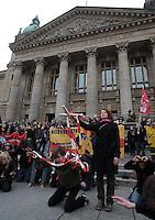 Studentenproteste gegen Zustand und Form des Deutschen Bildungssystems an den Hochschulen und Universitäten. Foto: Norman Rembarz....Norman Rembarz , ( ASV-Autorennummer 41043728 ), Holbeinstr. 14, 04229 Leipzig, Tel.: 01794887569, Hypovereinsbank: BLZ: 86020086, KN: 357889472, St.Nr.: 231/261/06432 - Jegliche kommerzielle Nutzung ist honorar- und mehrwertsteuerpflichtig! Persönlichkeitsrechte sind zu wahren. Es wird keine Haftung übernommen bei Verletzung von Rechten Dritter. Autoren-Nennung gem. §13 UrhGes. wird verlangt. Weitergabe an Dritte nur nach  vorheriger Absprache...GPS:  Länge - E12°22.238' .            Breite - N51°19.998'