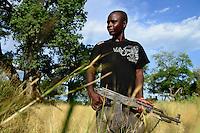 Zambia Chiawa, Game Reserve Area of Lower Zambezi Nationalpark, Ranger and Scout with Kalashnikov AK-47 / SAMBIA Chiawa, Game Reserve Area des Lower Zambezi Nationalpark, Privatgelaende und Lodge des Unternehmers Charles Daves aus Simbabwe, Ranger und Scout mit AK-47