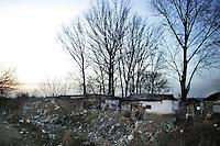 "SERBIA, Belgrade, Jan. 18, 2007..Garbage dump and gypsy settlement near a refugee camp ""Krnjaca"" near Belgrade..© Djordje Jovanovic /EST&OST"