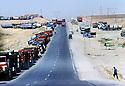 Turquie 1995<br /> La route encombrée de camions prés de la frontière irakienne<br /> Turkey 1995<br /> Trucks near the Iraki border