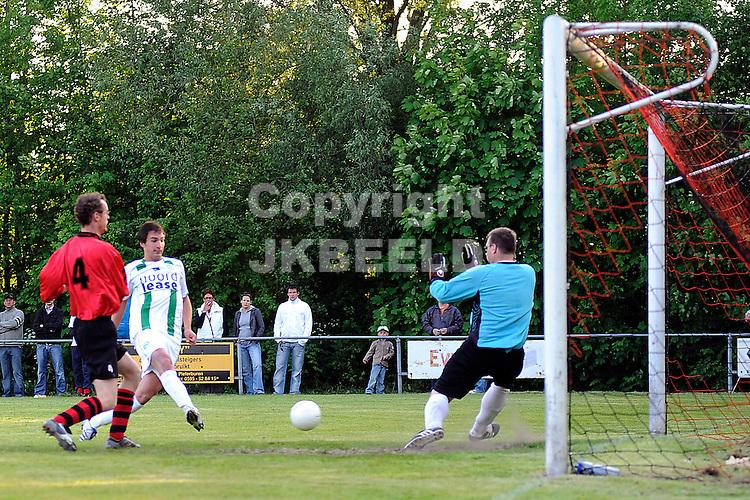 voetbal vv eenrum - fc groningen vriendschappelijk seizoen 2007-2008 15-05-2008 goran lovre scoort 0-1..fotograaf Jan Kanning