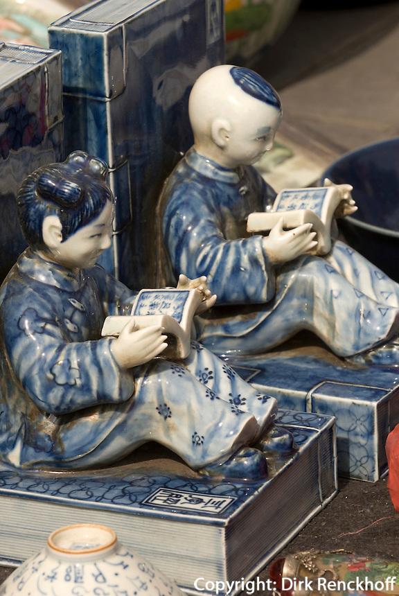 China, Peking (Beijing), auf dem Panjiayuan -Markt, Panjiayuan Lu/Dongsanhuan Nanlu, Keramik