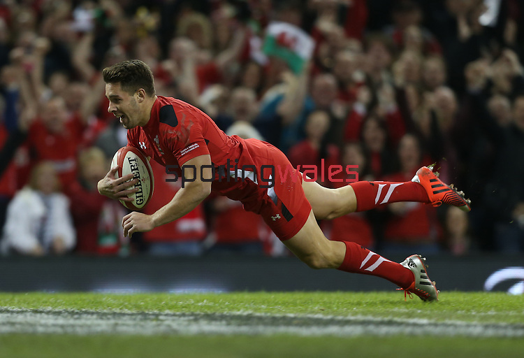 Scrum half Rhys Webb dives over to score an early try for Wales.<br /> Dove Men Series 2014<br /> Wales v Australia<br /> Millennium Stadium<br /> 08.11.14<br /> ©Steve Pope-SPORTINGWALES