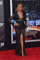 Vivica A. Fox @ the premiere of 'Independence Day: Resurgence' held @ the Chinese theatre.<br /> June 20, 2016.