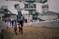 Laura Verdonschot (BEL/Marlux-Bingoal) running in the sandbox<br /> <br /> women's race<br /> Soudal Jaarmarktcross Niel 2018 (BEL)