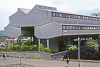 Cumbernauld: Cumbernauld Technical College. Gillespie, Kidd and Coia Architects in Glasgow. Photo '90.