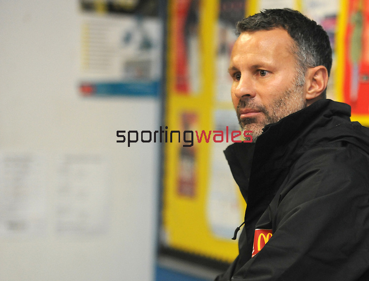 McDonalds Ambassador Ryan Giggs, with members of Albion Rovers FC. <br /> <br /> Albion Rovers FC McDonalds Kit scheme - Ryan Giggs - Wednesday 16th November 2016 - Active Living Centre  - Newport<br /> <br /> © www.sportingwales.com- PLEASE CREDIT IAN COOK
