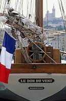 Europe/France/Provence-ALpes-Côte d'Azur/13/Bouches-du-Rhône/Marseille: Voilier sur le vieux port et la basilique Notre-Dame-de-la-Garde