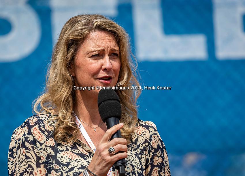Amstelveen, Netherlands, 10 Juli, 2021, National Tennis Center, NTC, Amstelveen Womans Open, Singles final:  Tournament director Kristie Bogert<br /> Photo: Henk Koster/tennisimages.com