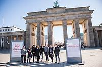 """Vorstellung der Werbe-Kampagne #FreiheitBerlin.<br /> Mit der Kampagne will die Stadt Berlin mit dem Begriff """"Freiheit"""" mehr Touristen in die Stadt locken und Berlin als freie und weltoffene Stadt darstellen.<br /> Die Firma """"Partner fuer Berlin Holding<br /> Gesellschaft fuer Hauptstadt-Marketing mbH"""" hat sich die Kampagne ausgedacht und am Freitag den 24. Maerz 2017 vor dem Brandenburger Tor vorgestellt.<br /> 24.3.2017, Berlin<br /> Copyright: Christian-Ditsch.de<br /> [Inhaltsveraendernde Manipulation des Fotos nur nach ausdruecklicher Genehmigung des Fotografen. Vereinbarungen ueber Abtretung von Persoenlichkeitsrechten/Model Release der abgebildeten Person/Personen liegen nicht vor. NO MODEL RELEASE! Nur fuer Redaktionelle Zwecke. Don't publish without copyright Christian-Ditsch.de, Veroeffentlichung nur mit Fotografennennung, sowie gegen Honorar, MwSt. und Beleg. Konto: I N G - D i B a, IBAN DE58500105175400192269, BIC INGDDEFFXXX, Kontakt: post@christian-ditsch.de<br /> Bei der Bearbeitung der Dateiinformationen darf die Urheberkennzeichnung in den EXIF- und  IPTC-Daten nicht entfernt werden, diese sind in digitalen Medien nach §95c UrhG rechtlich geschuetzt. Der Urhebervermerk wird gemaess §13 UrhG verlangt.]"""