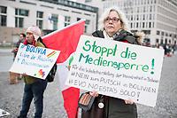 Kundegbung am Samstag den 23. November 2019 in Berlin gegen den rechten Putsch in Bolivien gegen den gewaehlten indigenen Praesidenten Evo Morales. An der Kundegebung nahmen auch Exil-Bolivianerinnen und Bolivianer teil. Sie protestierten gegen das Massaker an der indigenen Bevoelkerung in der Stadt El Alto, forderten den Ruecktritt der selbsternannten Praesidentin Jeanine Anez und ein Ende der Militaereinsaetze gegen die indigene Bevoelkerung.<br /> 23.11.2019, Berlin<br /> Copyright: Christian-Ditsch.de<br /> [Inhaltsveraendernde Manipulation des Fotos nur nach ausdruecklicher Genehmigung des Fotografen. Vereinbarungen ueber Abtretung von Persoenlichkeitsrechten/Model Release der abgebildeten Person/Personen liegen nicht vor. NO MODEL RELEASE! Nur fuer Redaktionelle Zwecke. Don't publish without copyright Christian-Ditsch.de, Veroeffentlichung nur mit Fotografennennung, sowie gegen Honorar, MwSt. und Beleg. Konto: I N G - D i B a, IBAN DE58500105175400192269, BIC INGDDEFFXXX, Kontakt: post@christian-ditsch.de<br /> Bei der Bearbeitung der Dateiinformationen darf die Urheberkennzeichnung in den EXIF- und  IPTC-Daten nicht entfernt werden, diese sind in digitalen Medien nach §95c UrhG rechtlich geschuetzt. Der Urhebervermerk wird gemaess §13 UrhG verlangt.]