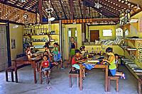 Crianças na escola na Praia do Sono, Reserva Ecologica de Joatinga. Paraty. Rio de Janeiro. 2010. Foto de Caio Vilela.