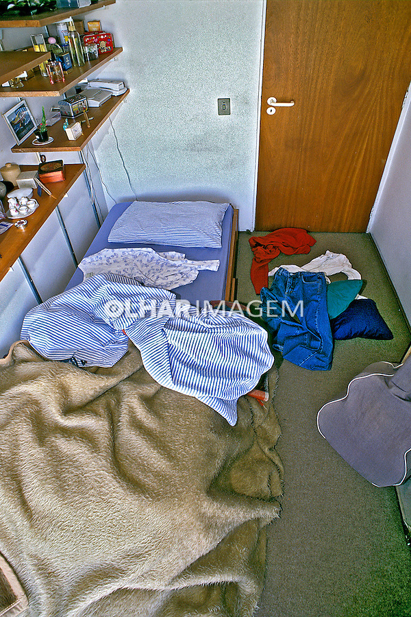 Quarto de residência desarrumado. SP. Foto de Thais Falcão.